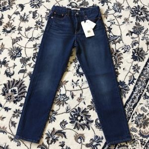 NWT- Women's Levi's Wedgie Jeans